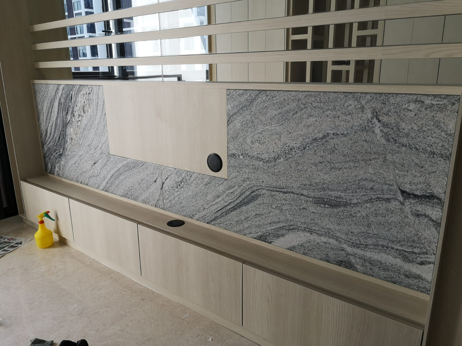 TV Wall Feature, 600L x 600H, Blanco Vis Granite, Leather (1)